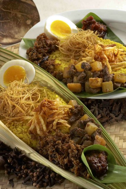 yellow rice dishes FOTOGRAFER MAKANAN INDONESIA